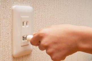 こまめにコンセントから電源プラグを抜くと節約になる?