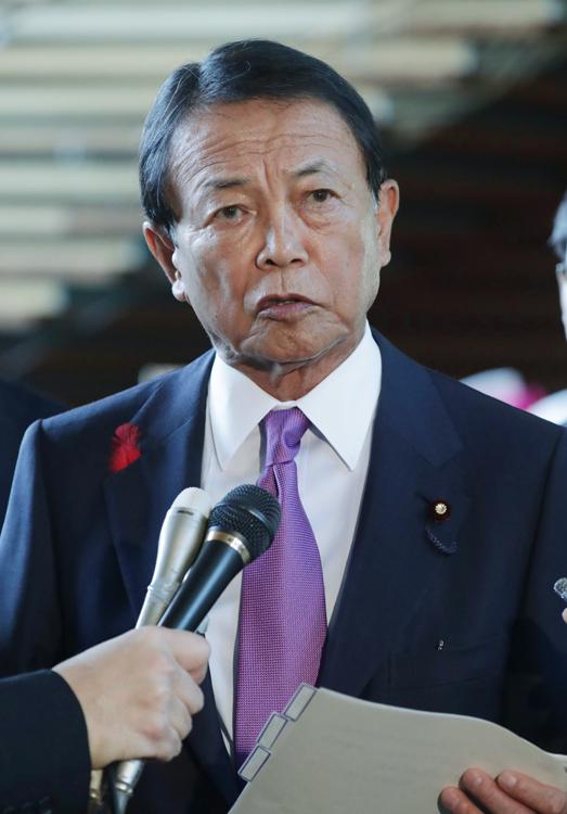 「日本人の計算能力は高いから軽減税率の混乱はない」と語った麻生太郎財務相(写真:時事通信フォト)