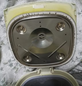 電気ポットのふたパッキンに亀裂が出たら交換を
