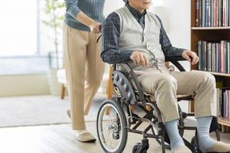 在宅介護と比べて施設介護は費用も膨らむ(イメージ)