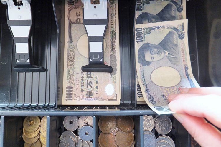 軽減税率導入で店舗のレジも混乱