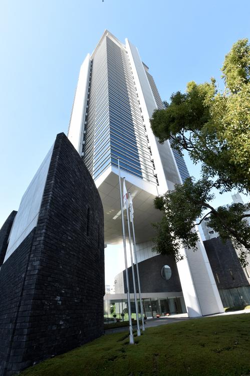 大阪市にあるキーエンスの本社ビル