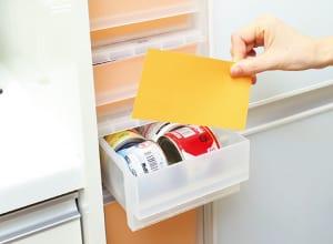 透明な収納棚の手前に色画用紙を入れ、スッキリ目隠し