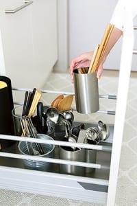 菜箸やおたまなどの調理道具は、基本的に立ててしまう収納