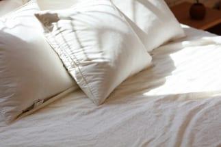 夫婦の寝室は同室か別室か、どちらがより円満な関係を築ける?(イメージ)