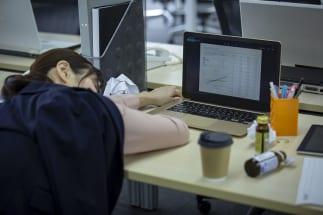 コーヒー抜きの生活は無理? カフェイン依存の人たちの憂鬱