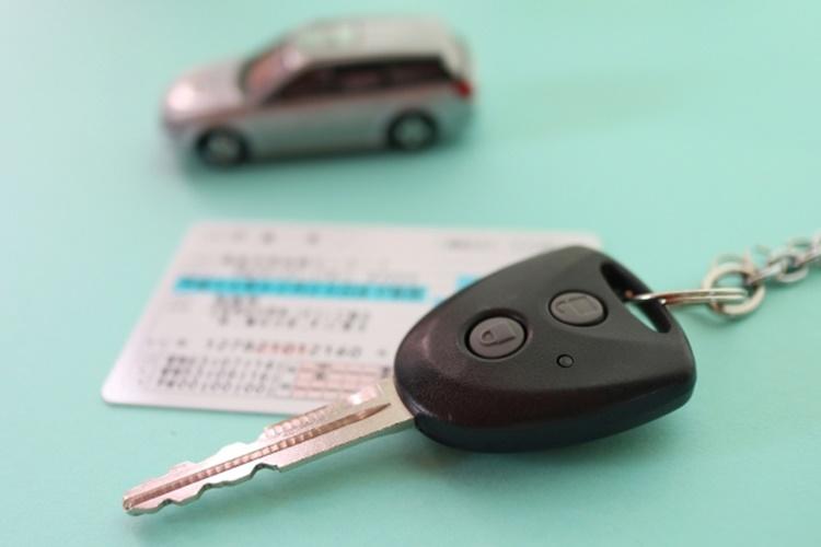 高齢ドライバーに運転制限は必要か否か?
