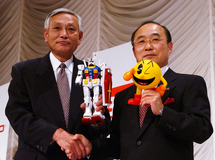 2005年のバンダイとナムコの経営統合会見(写真:時事通信フォト)