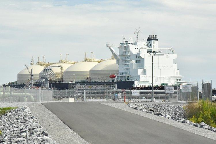 三井物産のLNG運搬船(写真:時事通信フォト)