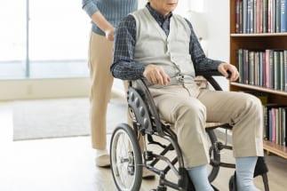 年金だけでは施設入居費用をまかなえない時代に(イメージ)