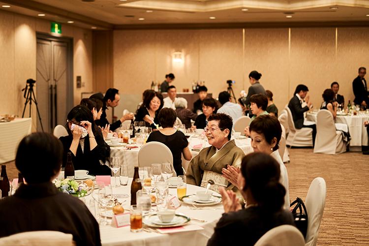 終活期間3か月のサポート、招待人数33人、ホテルの会場利用で120万円。規模や会場は相談できる