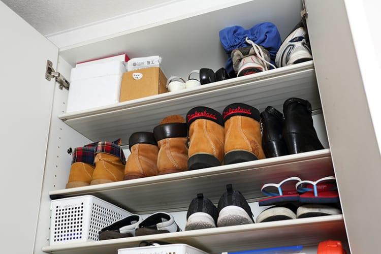 上段にはオフシーズンの靴を入れる