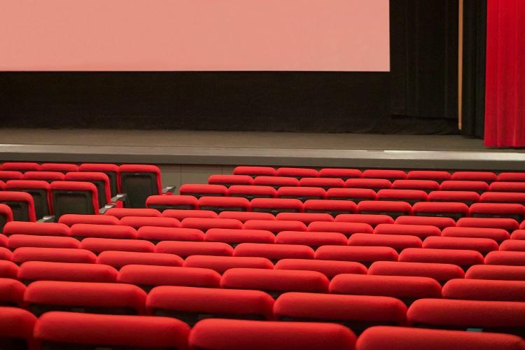 誰もが知るような人気映画を見ていないと様々なストレスも?