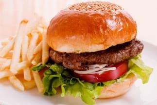 ハンバーガーは「赤字覚悟」のメニュー? ファストフードの原価率