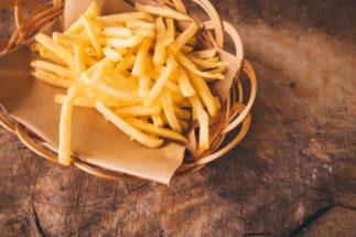 子供の食事が毎日ジャンクフードだとかわいそう?(イメージ)