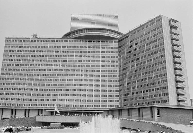 ホテルニューオータニは1964年8月末の竣工(写真:時事通信フォト)