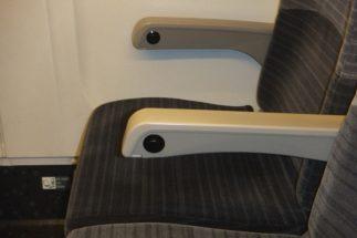 座席倒し時の声かけは日本人特有?