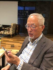 84才でアプリ開発を行う鈴木富司さん
