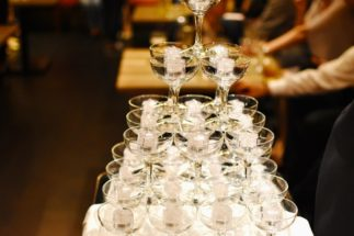 ホストクラブの勤務中にお酒を飲みすぎて病気になったらどうなる?(イメージ)