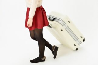 卒業旅行には行きたいけれど…(イメージ)