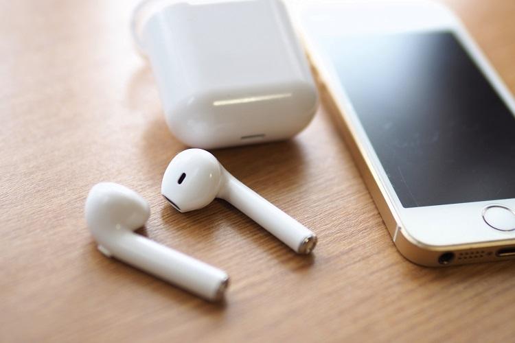 音楽を聴くときにスピーカーよりイヤフォンを選ぶ理由は?(イメージ)