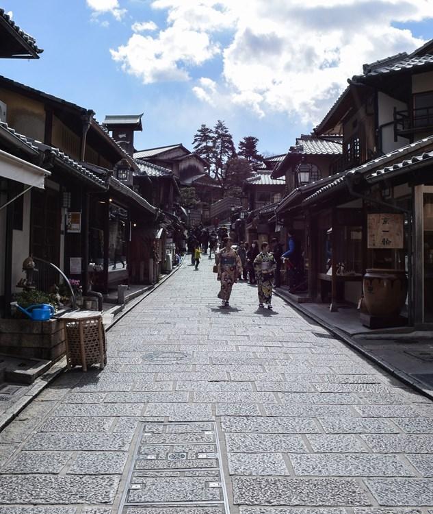 京都は今、観光客もまばら(写真:時事通信フォト)