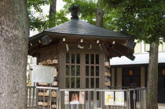将棋会館の前にある鳩森八幡神社には「将棋堂」も