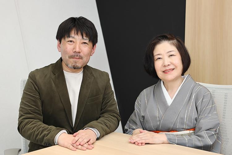 母を自宅で看取った山口恵以子さん(右)と医師の山中光茂さん