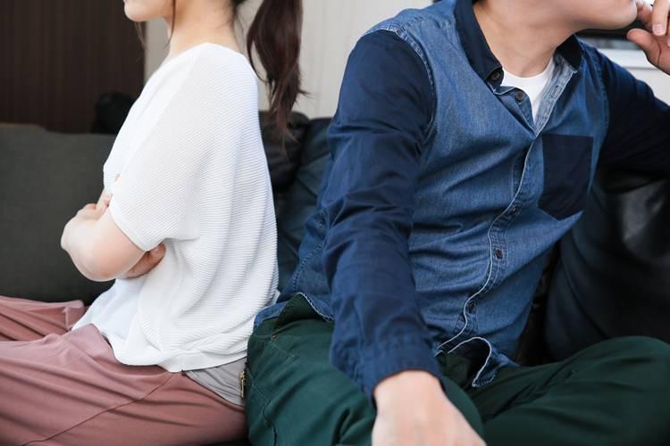 新型コロナの影響は夫婦仲にも…(イメージ)