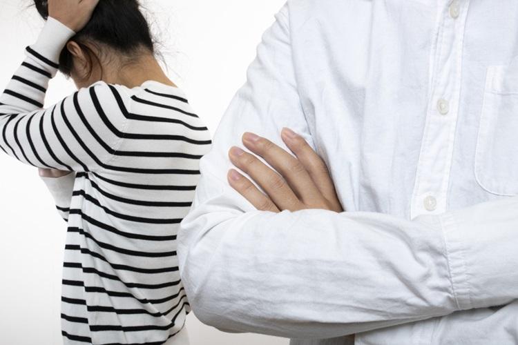 親の介護について親戚が口を出してくることも少なくない(イメージ)