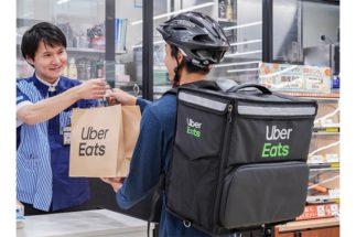 巣ごもり消費が増える中で「Uber Eats」の需要も高まっている(写真:時事通信フォト、ローソン提供)
