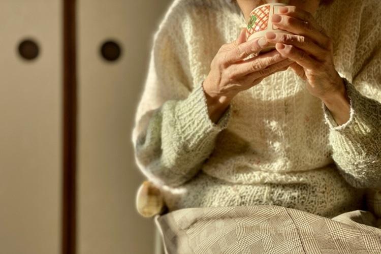 自宅で親を看取ると決めたら、看取る側にも覚悟が求められる(イメージ)