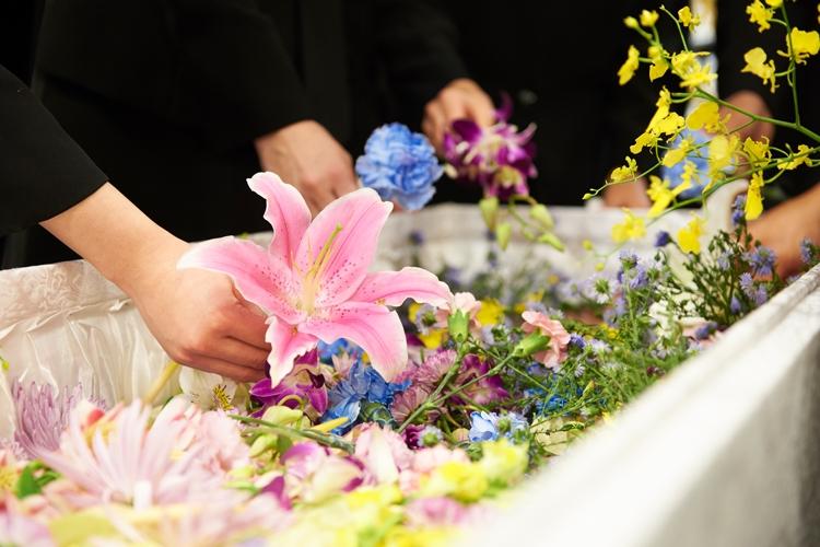 葬儀を巡り親族間の揉め事も多いという…(イメージ)