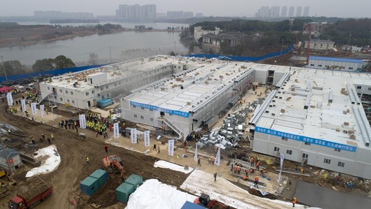 中国政府は10日で病院を建築させるなど、様々な強硬策を講じた(Getty Images)