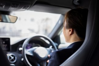 コロナでマイカー再評価、免許を持たない若者たちの後悔と焦り