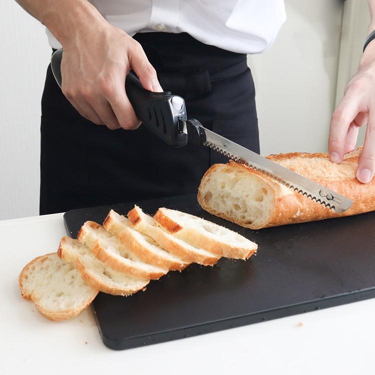 力を入れずにスッとカットできて綺麗な断面になる【エレクトリックナイフ】