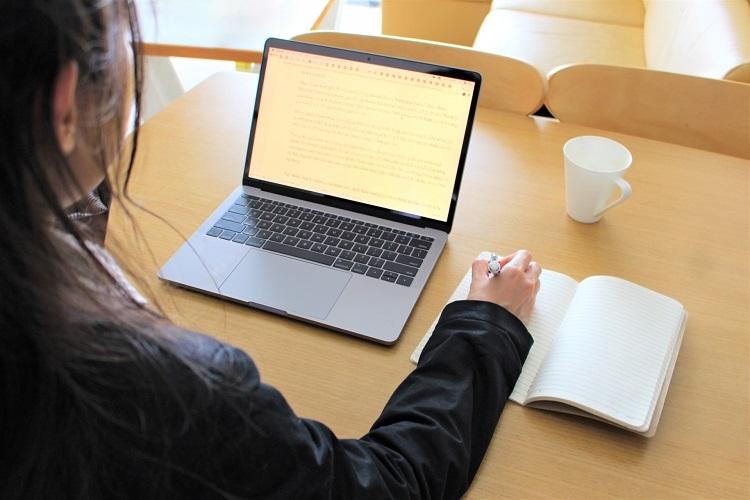オンライン授業の対策をしない学校側に非はあるか(イメージ)