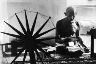 マハトマ・ガンディーは経済についてどう考えていたか(AFP=時事)
