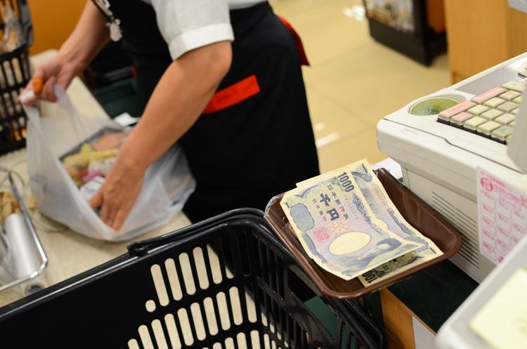 食品の値上げラッシュをどう乗り切るか(写真:AFLO)