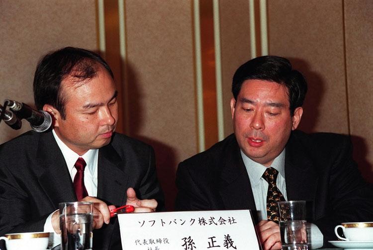 北尾吉孝氏と孫正義氏は盟友関係(写真は1999年。時事通信フォト)