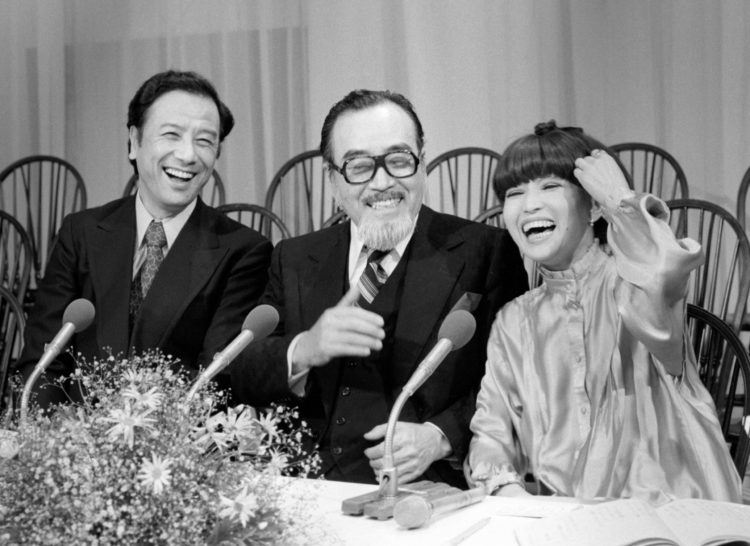 森繁久彌さん(写真中央)が遺言書を残さなかった理由は?(左は芥川也寸志さん、右は黒柳徹子さん。1979年)