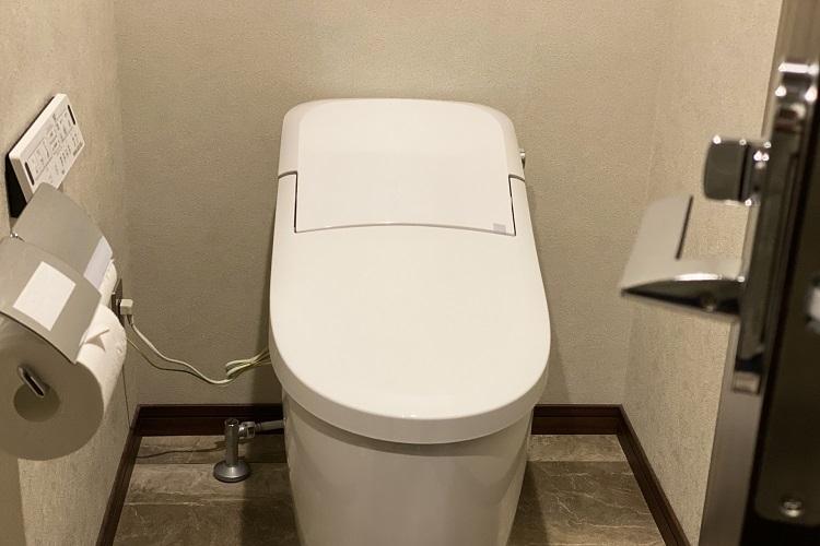 外でトイレに行くときはご用心?(イメージ)