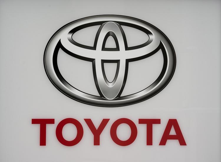 自動車業界はトヨタグループを中心に我慢比べの状況(EPA=時事)