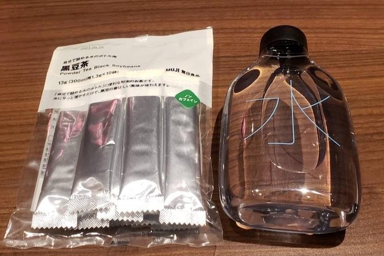 無印良品の『自分で詰める水のボトル』と『自分で詰める水のボトル用 黒豆茶』
