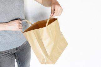 レジ袋有料化に合わせて「紙袋も有料化」する店舗に疑問の声も