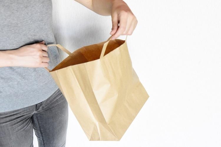 紙袋は本来、有料化の対象ではなかったはずだが…(イメージ)