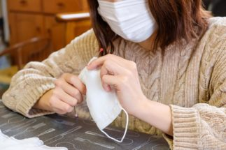 アベノマスクをリメイクする人たち 子供用、JKデコ、西村大臣風も