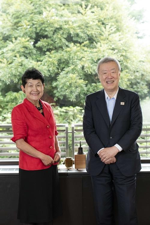 坂東眞理子さんと出口治明さんが初対談