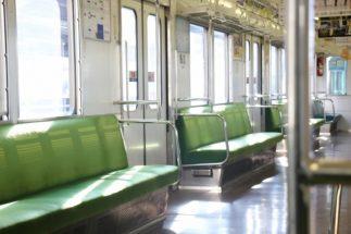 電車内飲食には今まで以上に厳しい目線が(イメージ)