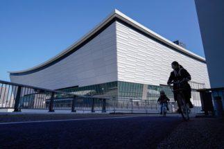 東京五輪を予定通り開催することはできるか(有明アリーナ。EPA=時事)